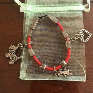 Interchangeable charm bracelet